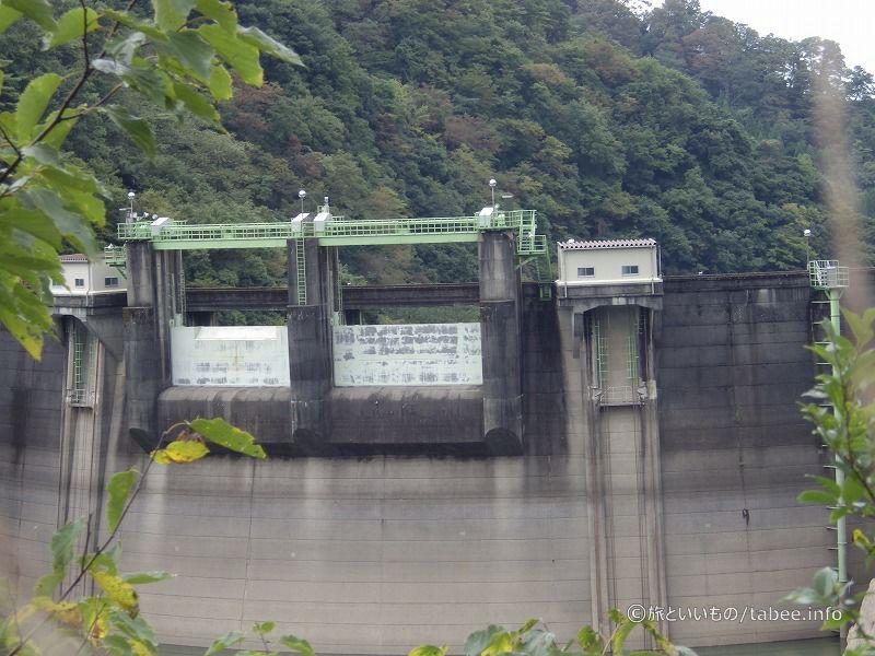 上流側から見た室牧ダム