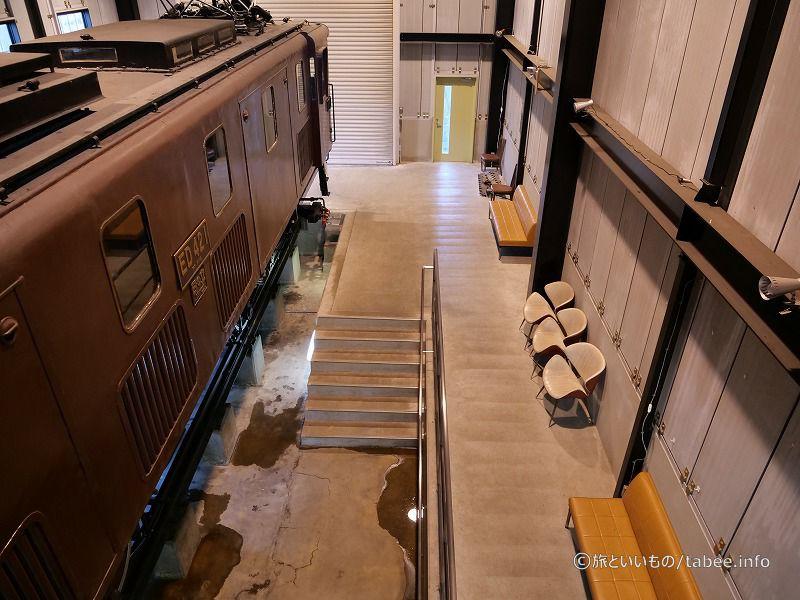 ピニオンギアが見やすいように配慮した階段を降りて観察できます