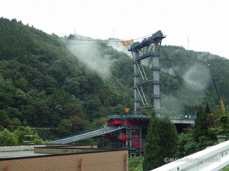 神通川に架かる橋は赤いですね