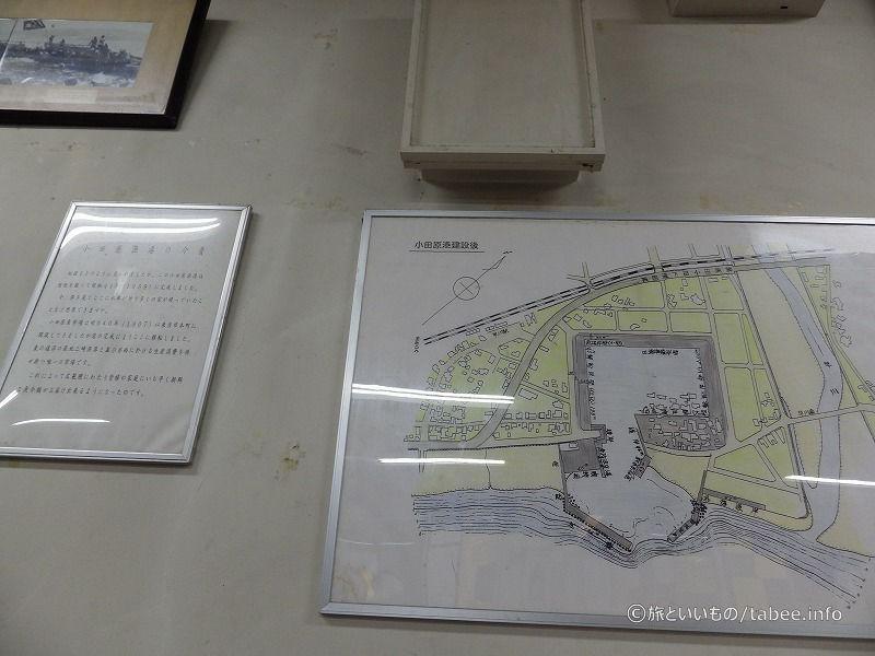 店内には小田原漁港の変化の展示