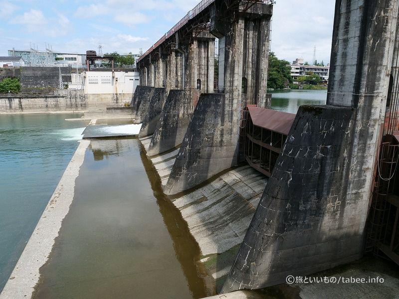 越流型直線重力式コンクリートダム