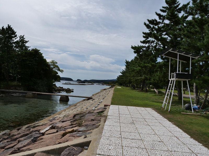松島には細い橋で行き来できます