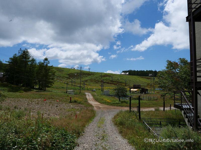 県道から眺めたリフトとグライダー