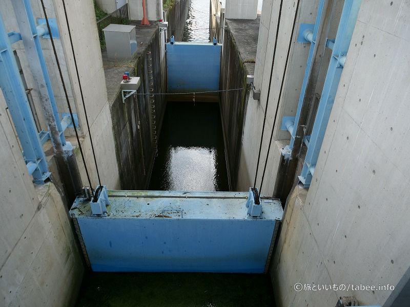 舟通しには扉が2枚あります