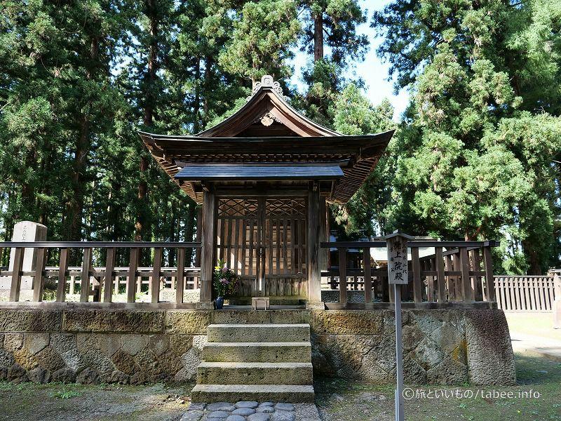 景勝公御廟所