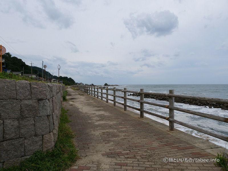 海岸線の遊歩道