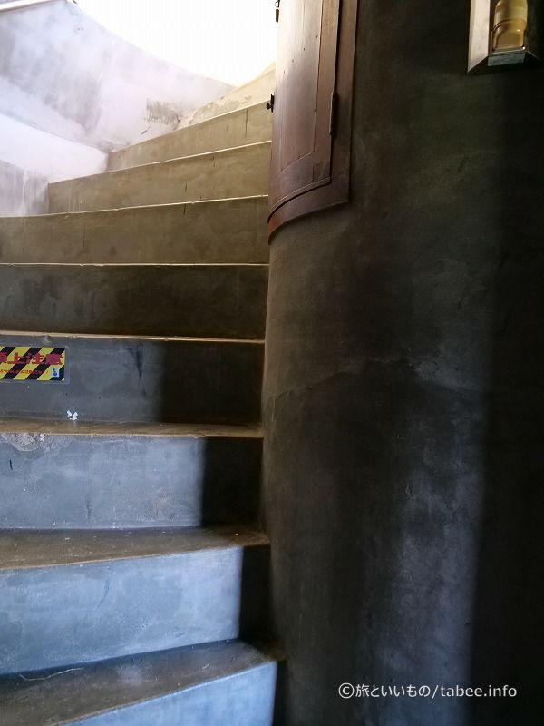 急な階段になってきました