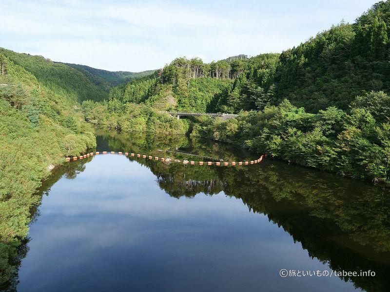 ダム湖は遊仙湖