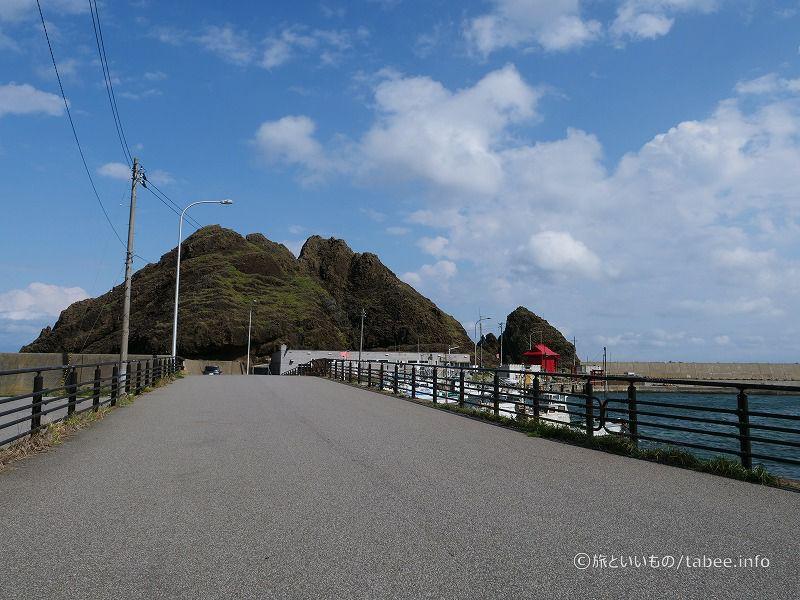 橋を渡って帯島へ